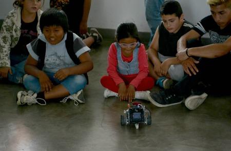 """Los chicos del comedor """"Camino a la casita"""" visitaron el Museo de Física y la Facultad de Informática de la UNLP"""