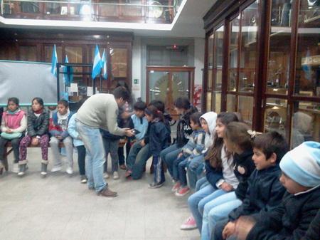 """Los chicos del comedor """"Centro Verde"""" visitaron la Facultad de Cs. Exactas 4"""